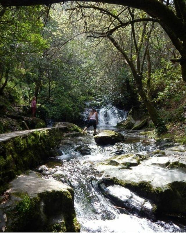 Fluss wasserfall fraga da pena  serra do acor