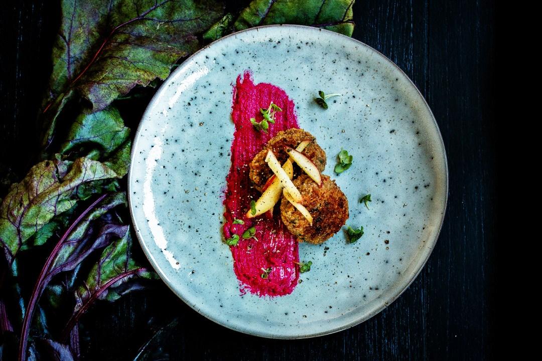 Quinoa Bällchen | rote Bete Hummus | karamellisierter Apfel | seelenschmeichelei.de