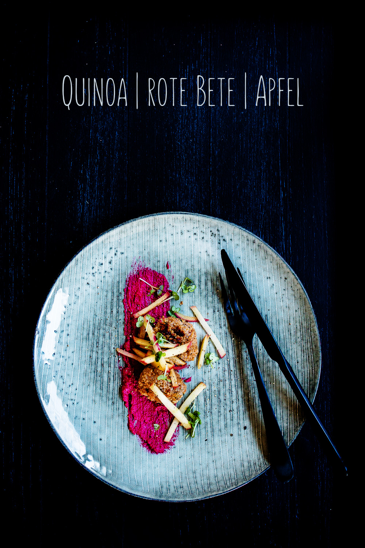 Quinoa Frikadellen | rote Bete Hummus | karamellisierter Apfel | seelenschmeichelei.de