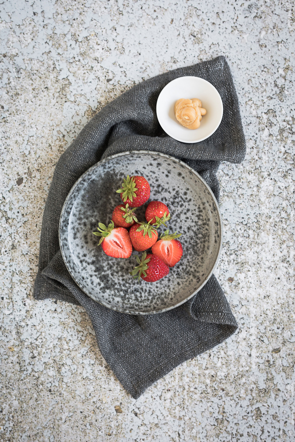 Roasted strawberry miso ice cream with burned meringue | seelenschmeichelei.de