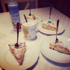 Kuchenmafia. #familytime #coffeebreak #chailatte #PmdD16 #pmdd