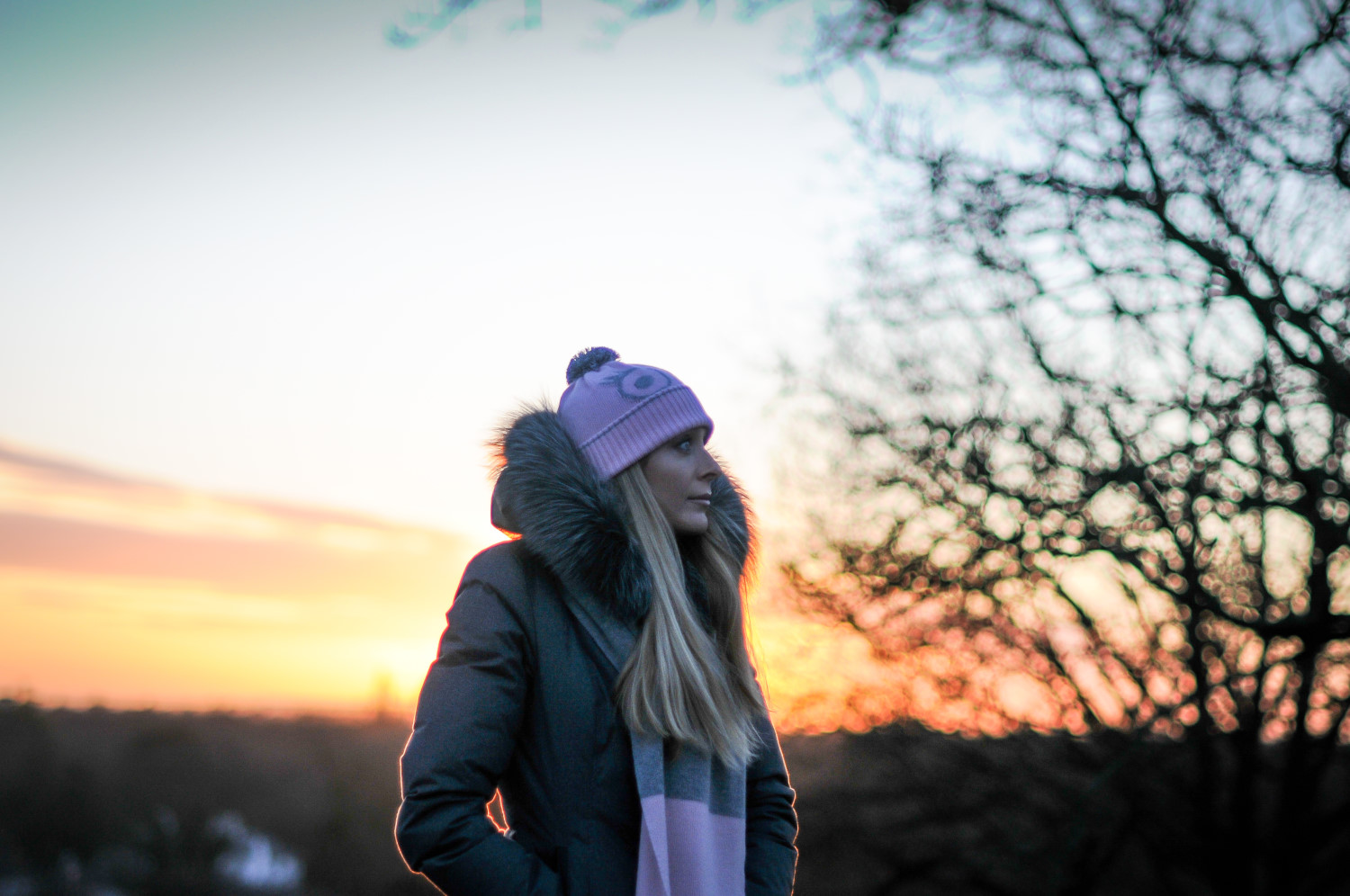 Emma Cashmere Scarf and Sophia reflective Hat in Pink