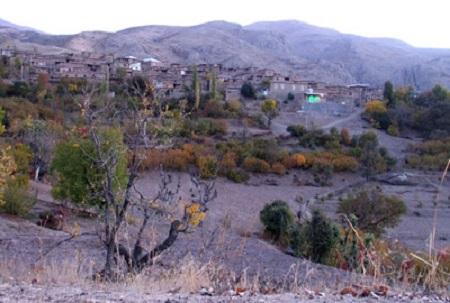 نمایی از روستای میلک در پاییز