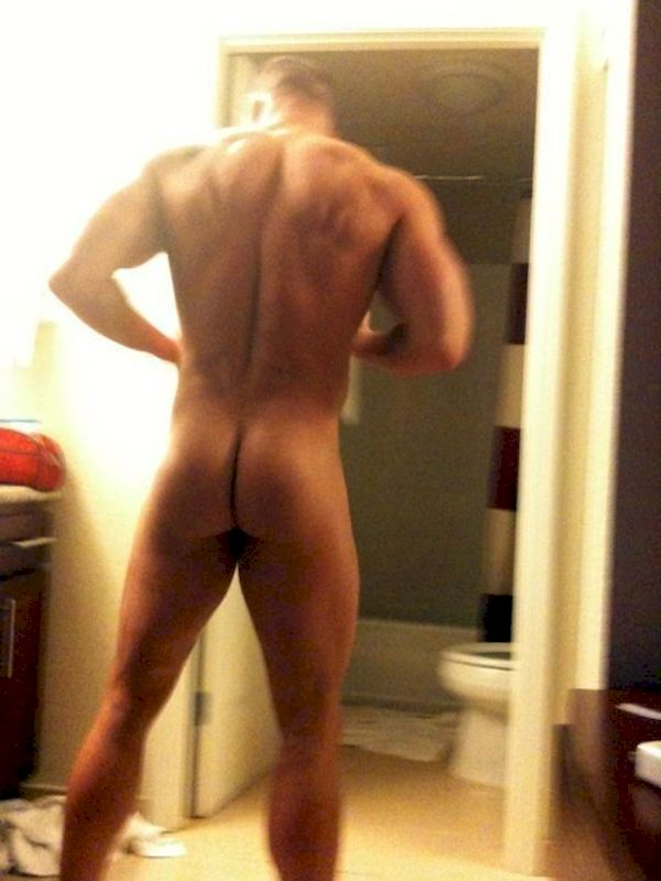 Amateur Jock Gets Naked