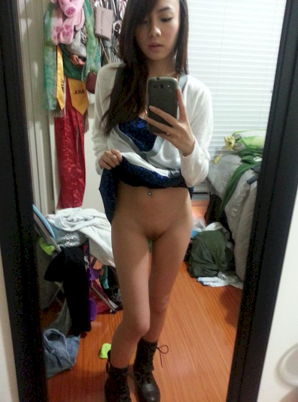 Girls hot feet nude