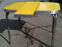 Yellow Formica Table on Vintage Design | Seeur