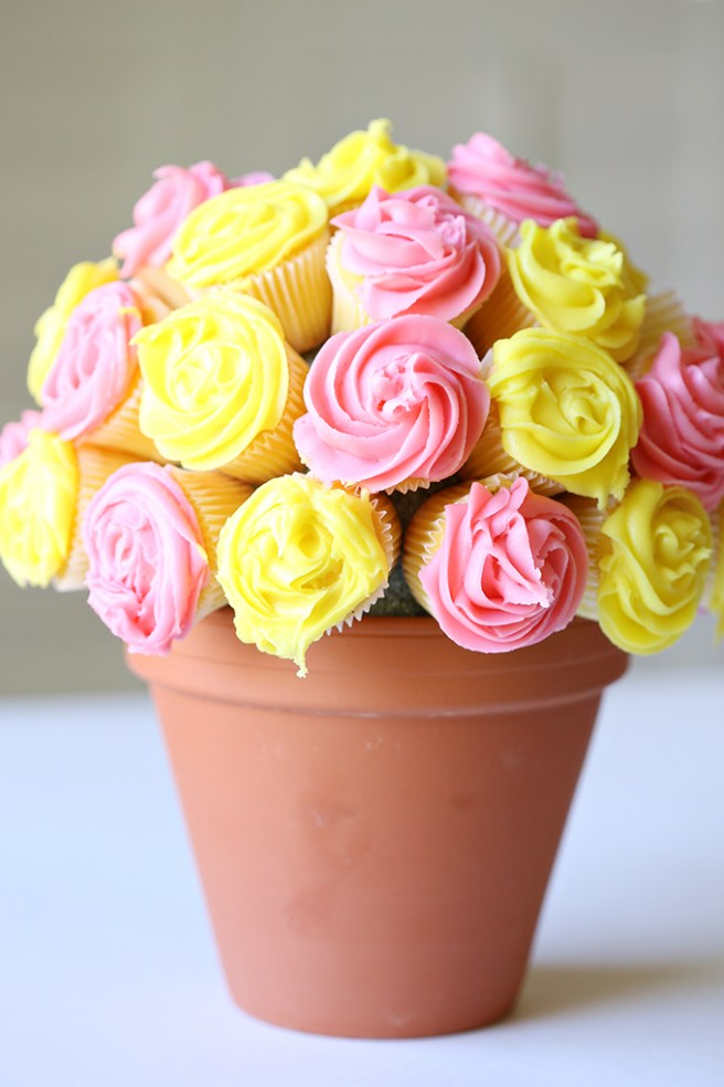 Vanilla Flower Cupcake Bouquet Edible Mother's Day Centerpiece Gift Idea via See Vanessa Craft - The BEST Easy DIY Mother's Day Gifts and Treats Ideas - Holiday Craft Activity Projects, Free Printables and Favorite Brunch Desserts Recipes for Moms and Grandmas