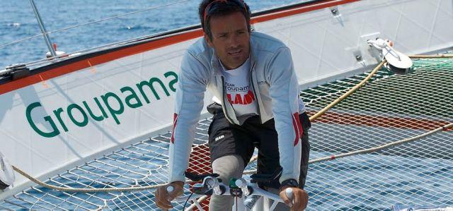 Franck Cammas betreibt per Rennrad die Winschen für seinen Mega-Tri. © Zedda/Groupama
