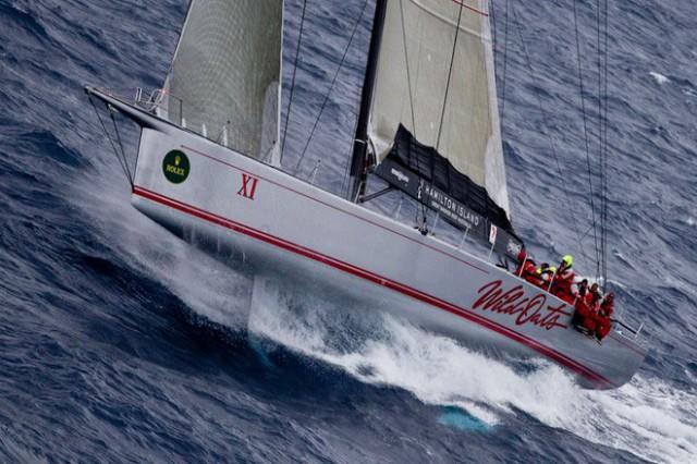 """Wild Oats"" beim Sydney-Hobart-Rennen beim Am-Wind-Kampf. Gut sichtbar das vordere Ruderblatt des Canting Boat Twin Foil (CBTF) Systems. © Rolex/Borlenghi"