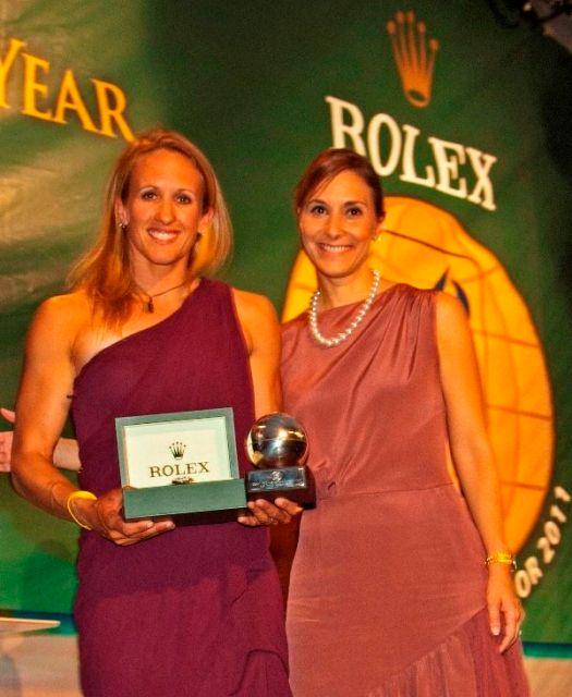Anna Tunnicliffe (l.) wird als ISAF Rolex World Sailor of the Year 2011 ausgezeichnet. © Rolex