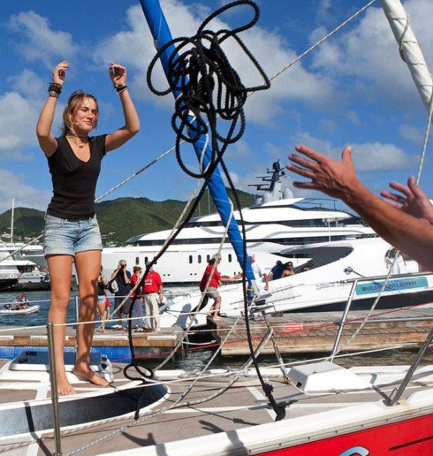 Angekommen. Laura Dekker wirft die Leine in St. Maarten an Land. © lauradekker.nl