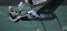 Der 56-Jährige Moth Entwickler Andrew McDougall kann als 8. immer noch gut in der Weltspitze mithalten. ©Th.Martinez/Sea&Co
