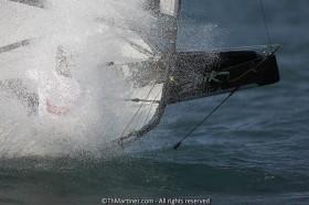 Plötzliche Nähe zum Wasser macht die Motten-Fluglage äußerst instabil.  ©Th.Martinez/Sea&Co