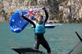 Joshua Aaron McKnight holt den Moth WM-Titel am Gardasee. ©Th.Martinez/Sea&Co