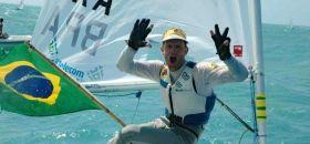 Robert Scheidt feiert seinen achten Laser WM-Titel. Er will weiter im Laser feiern. © inema.com.br