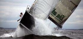 `Silva Hispaniola´ kämpft sich durch die Welle vor Helsinki. © Max Ranchi