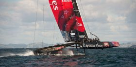 Das Team New Zealand segelt seinen Kat schon bei hoher Last um 20 Knoten Wind.  © Chris Cameron