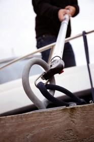 Festmachen leicht gemacht mit dem Robship® Hook & Moor™ Bootshaken © Peter Frisch GmbH