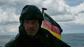 """Fieses Wetter. """"Digger""""-Skipper Stephan hat sich nicht den besten Sommer für sein Kleinboot-Abenteuer ausgesucht. © Digger Hamburg"""