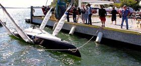 Der 27 Fuß SpeedDream Prototyp wird zu Wasser gelassen. © SpeedDream