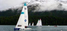 Die Flotte der Blue 26 Yachten auf dem St. Moritz See nach dem Winter-Einbruch. © stmoritz-matchrace