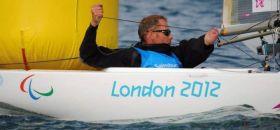 Heiko Kröger in Aktion bei den Paralympics auf seinem 2.4mR © IFDS