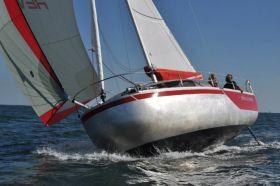 Revolution22. Fahrtenyacht nach dem Vorbild des Plattbug Mini-Transat-Siegers. © AFEP Marine