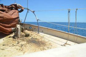Nach dem Vorstart-Ankermanöver sieht es schlammig auf dem Vorschiff aus. © Sailing Conductors