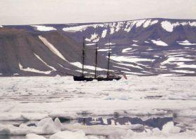 """Im Eis kommt die """"Activ"""" gut zurecht. Dafür wurde sie gebaut. © Activ of London"""