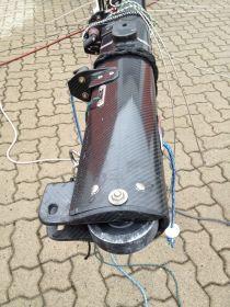 Rolle am Mastfuß, auf dem die Kohle-Stange vor und zurückrollen kann. © SegelReporter