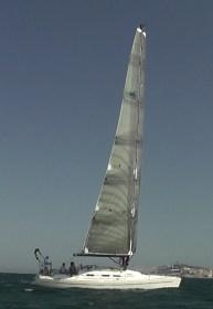 Rundum frei rotierender Mast mit zwei geteiltem Segelplan © omer sails