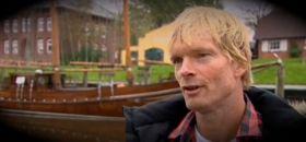Der Bart ist wieder ab. Andreas Gabriel wird in Tönning vom NDR interviewt. (auf Bild klicken)
