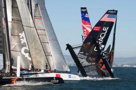 Spithill überschlägt sich mit seinem Oracle AC45 bei der World Series vor San Francisco. © ACWS