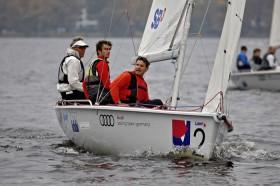 Jochen Schümann mit seinen Vorschotern Ingo Borkowski und Hannes Baumann bei seinem Sieg im vergangenen Jahr © YACHT/Andreas Lindlahr
