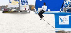 Der russische Swan 60 Vorschiffsmann übt sich im vorausschauenden Segeln. © onEdition