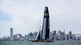 Der Challenger of Record erstmals unter Segeln in San Francisco.  © Sander van der Borch