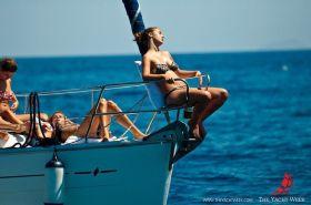 Entspannung nach langen Partynächten bei The Yacht Week. Oder eine neue Bavaria Image-Kampagne? © The Yacht Week