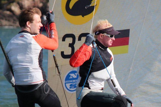 Der letzte deutsche Medaillengewinner Pit Peckolt hängte sich mal wieder an einen Skiff-Draht. © RWYC