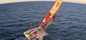 Kollision vor der Küste Porugals: Die Groupe Bel mit Skipper Kito de Parvant © martin raget