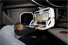 Der Schweizer Bernhard Stamm im gemütlichen Sitzsack vor seinem Bildschirm © Stamm