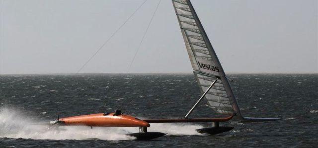 Vestas Sailrocket schafft den Weltrekord und ist jetzt das schnellstes Fahrzeug unter Segeln. © Sailrocket