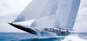 Bevor `Èndeavour´ 1989 die Renaissance der J-Class als modernisierter Cruiser-Racer einleiten und so durch das Wasser pflügen konnte musste sich Elisabeth Meyer ihrer annehmen. © J-Class