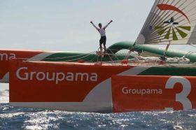 """Franck Cammas  einhand mit """"Groupama 3"""" bei der Route du Rhum"""