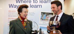 Prinzessin Anne und Yachtmaster of the Year 2012 Rainer Holdorff