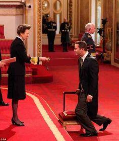 Prinzessin Anne schlägt Ben Ainslie zum Ritter