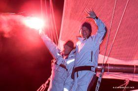 Jörg Riechers (l.) und Pierre Brasseur freuen sich über den Sieg beim Normandy Channel Race.