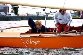 """Willem Alexander segelt den königlichen Regenbogen """"Oranje"""""""