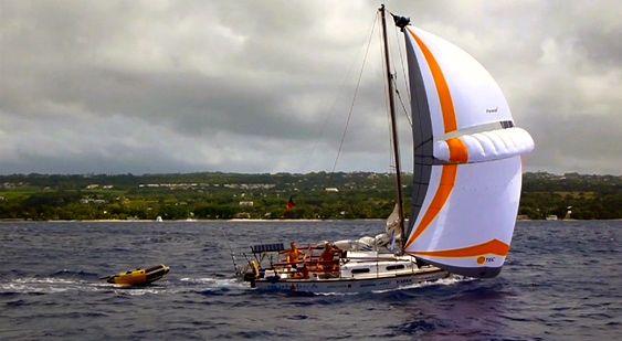 Die Shark24 mit dem Parasail vor Barbados