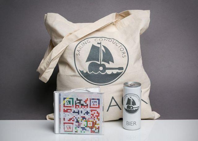 Verkaufsgedöns der Sailing Conductors: Bier, Sack, CD – vom Feinsten © sc