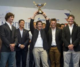 Adrian Stead und seine Crew gewinnen auf Swan 60 Klasse © onEdition